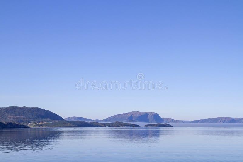 Korsa Foldafjorden royaltyfri fotografi