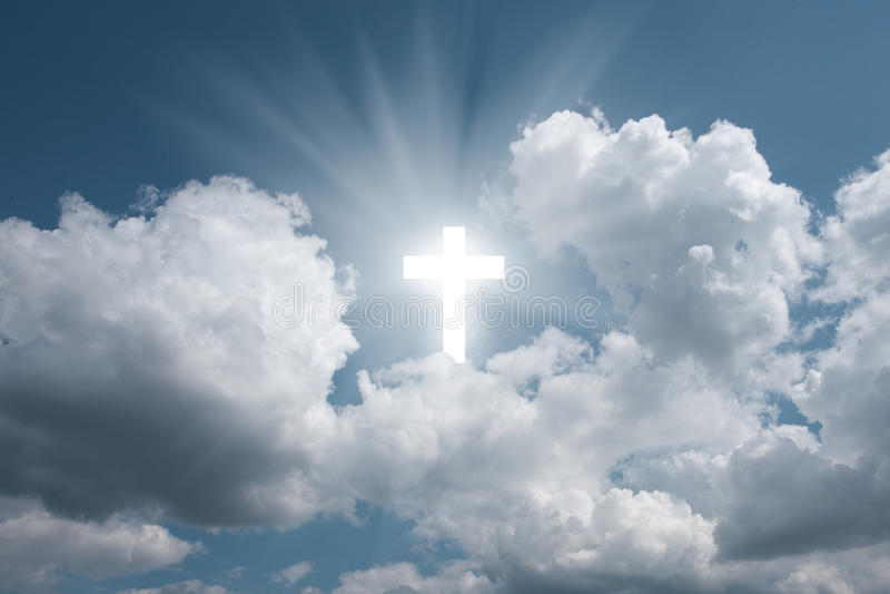 Korsa i sky arkivbild