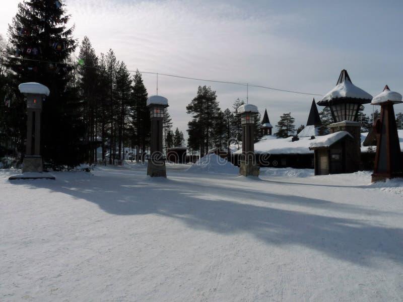 Korsa norra polcirkeln på Santa Claus Village i Rovaniemi, finlandssvenska Lapland arkivbilder