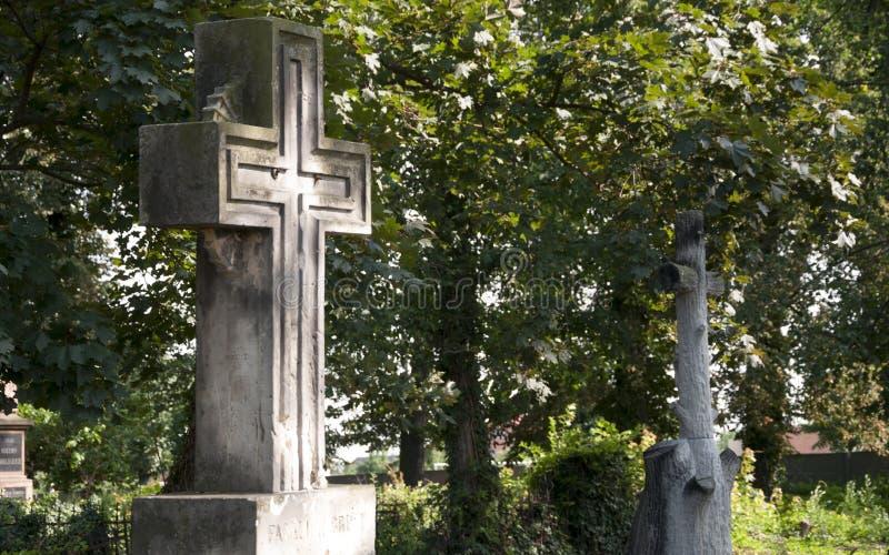 Korsa på cementeryen arkivbilder