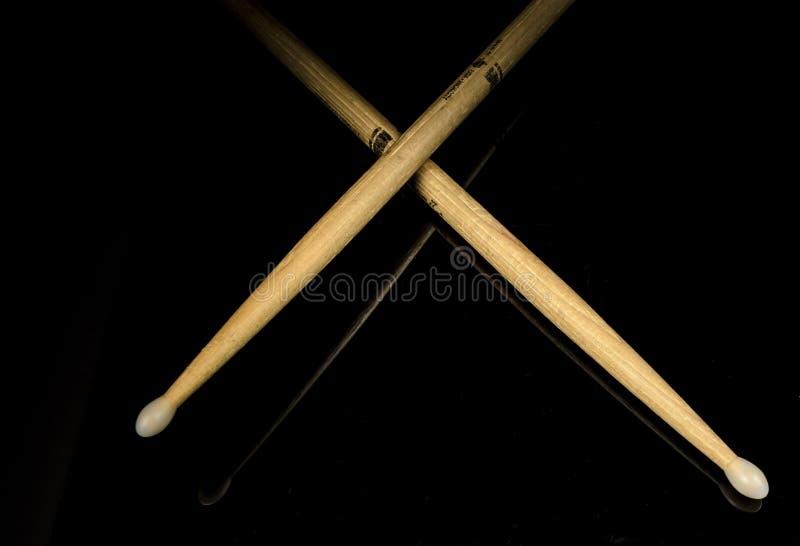 korsade drumsticks fotografering för bildbyråer