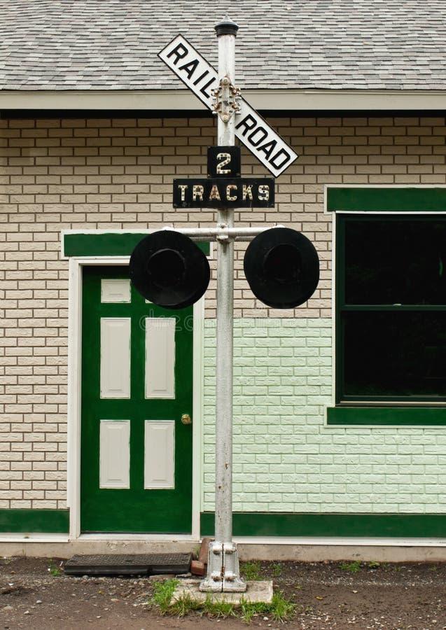 Korsande Gammalt Järnvägtecken Royaltyfria Bilder
