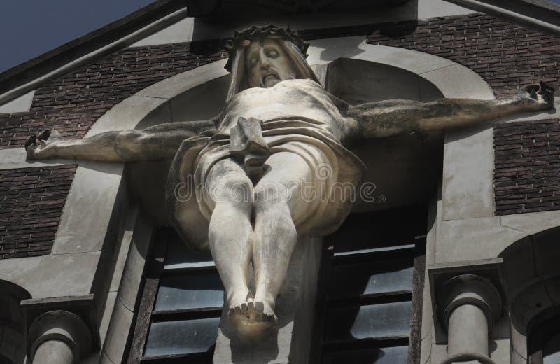 Korsfäste Jesus Christ (det forntida statyfragmentet) royaltyfria foton