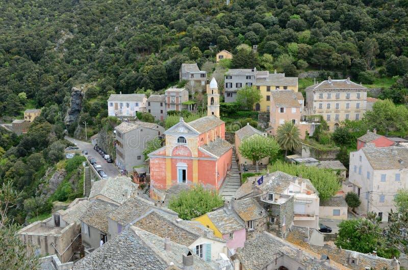 Korsikansk bergby Nonza arkivbild