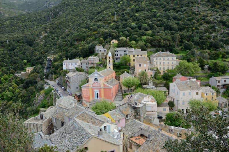 Korsikansk bergby Nonza arkivbilder