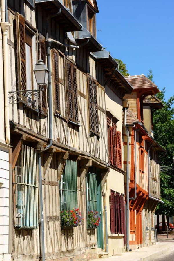Korsvirkes- hus i Troyes, Frankrike royaltyfria foton