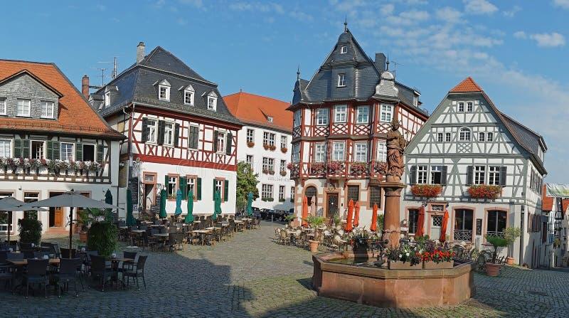 Korsvirkes- hus på Großer Markt i mitten av Heppenheim en der Bergstraße, Hessen, Tyskland royaltyfri bild