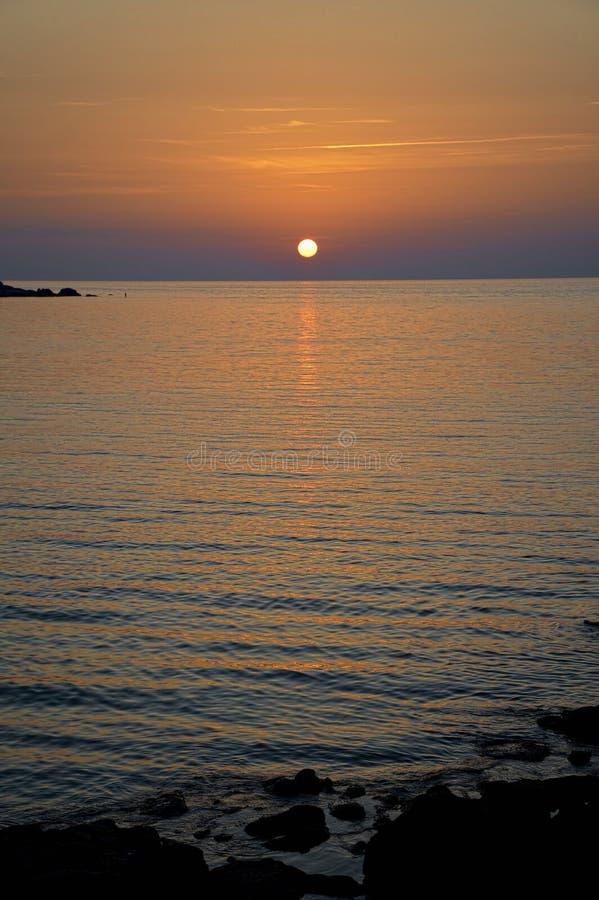 Korsykański zmierzch przy plażą zdjęcia stock