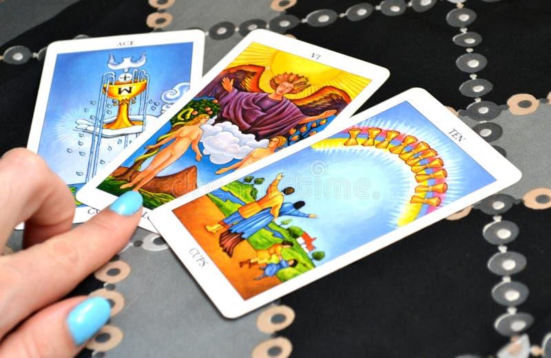 Kort spridda Ace för tarokkort tre av koppar vännerna tio av koppar royaltyfria foton