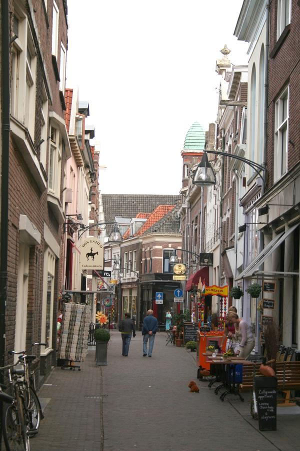 Korte Bisschopsstraat é uma rua da compra foto de stock