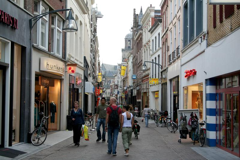 Korte Bisschopsstraat é uma rua da compra fotos de stock