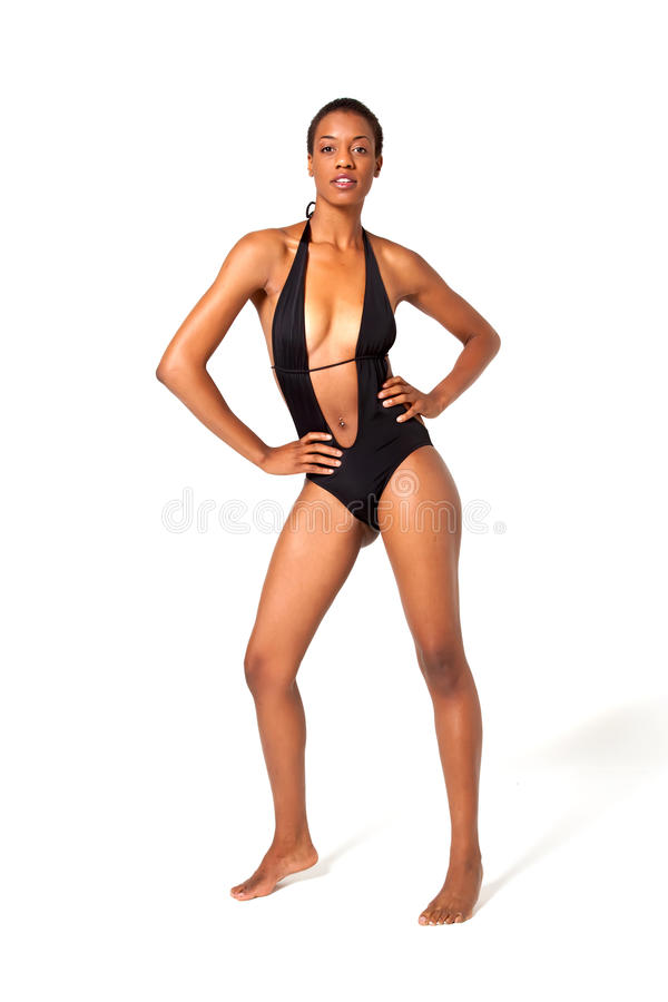 Korte haar Afrikaanse Amerikaanse vrouw in zwempak royalty-vrije stock foto's