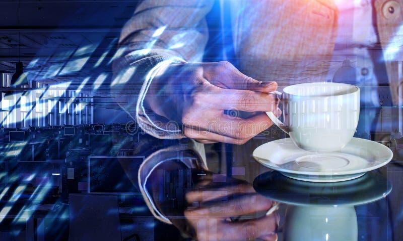 Korte koffiepauze en terug naar het werk royalty-vrije stock foto