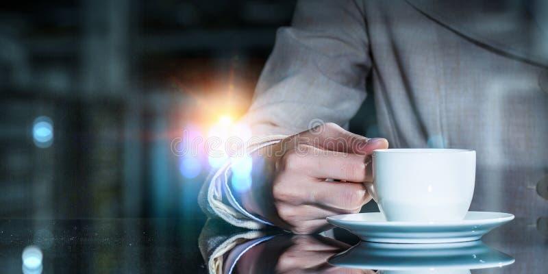 Korte koffiepauze en terug naar het werk stock foto's