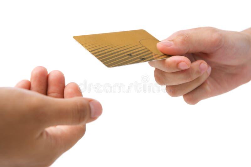 kortkrediteringsguld som betalar genom att använda royaltyfri fotografi