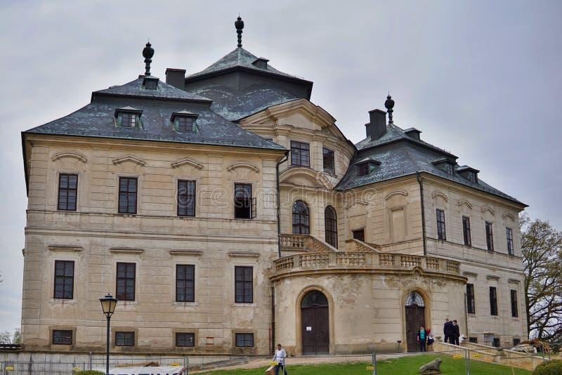 Koruna Château Karlova in der Stadt von Chlumec nad Cidlinou in der Tschechischen Republik als typischen europäischen Palast lizenzfreie stockfotos
