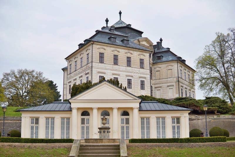 Koruna Château Karlova in der Stadt von Chlumec nad Cidlinou in der Tschechischen Republik als typischen europäischen Palast stockfotos