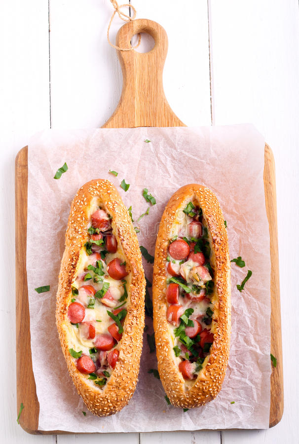Korv-, ägg- och ostfrukostbröd royaltyfri foto