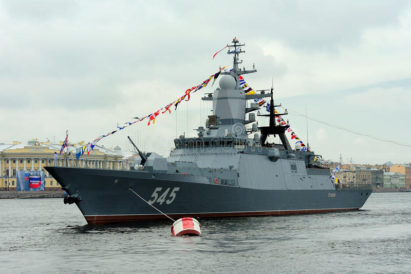 Korvette Stoykiy während einer Marine- Parade für Marine-Tag-celebratio lizenzfreie stockfotos