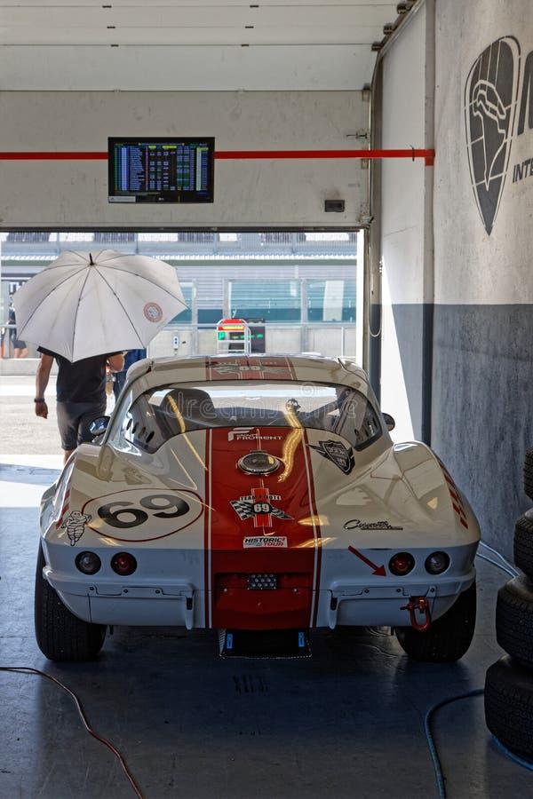Korvette und Regenschirm in den Gruben lizenzfreie stockfotos