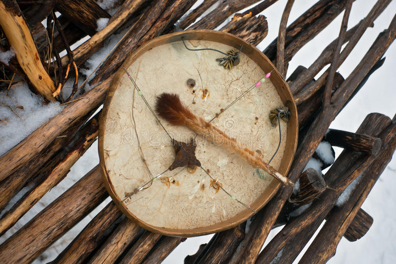 Koryak szamanu bęben używać jako instrument muzyczny zdjęcia stock