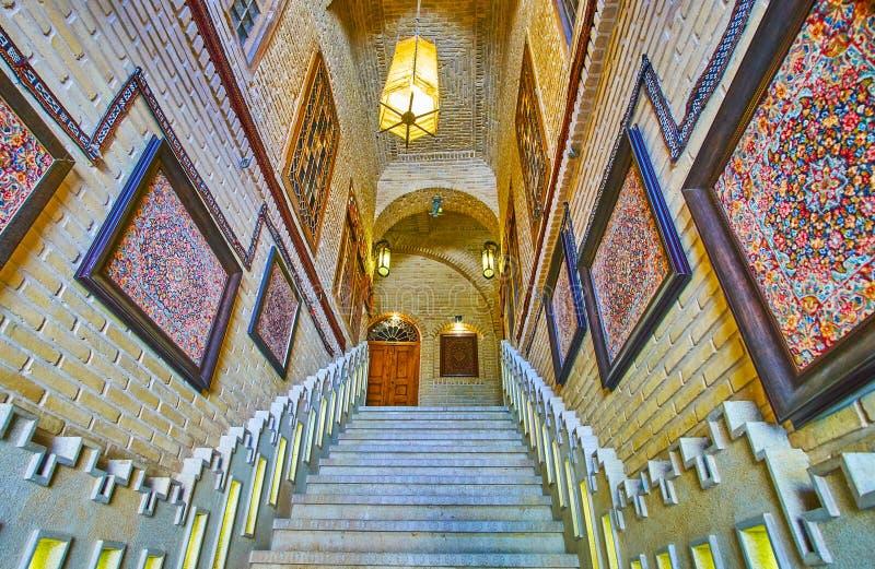 Korytarz stara dywanik galeria, Shiraz, Iran zdjęcia stock