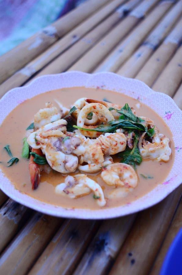 Korzenna smażąca ryba, Tajlandzcy foods obraz royalty free
