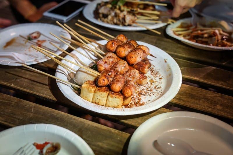 Korzennej Mala pikantno?? grilla Chi?skiej wieprzowiny tajlandzki styl, Foodtruck, Bangkok, Tajlandia obraz stock