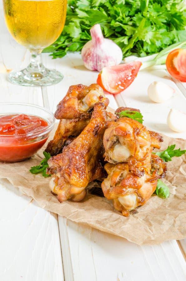 Korzenni kurczaków skrzydła piec w miodowym glazerunku zdjęcie stock