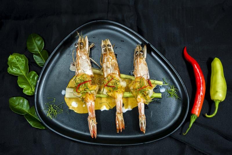 Korzenny czerwony curry z krewetką, Tajlandzki jedzenie zdjęcie royalty free
