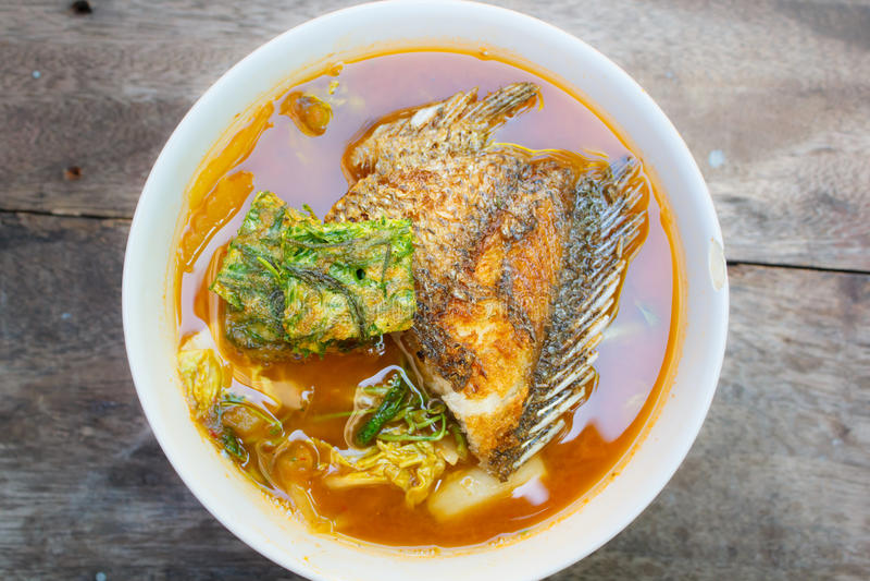 Korzenny i zupny curry z omletem zdjęcia royalty free