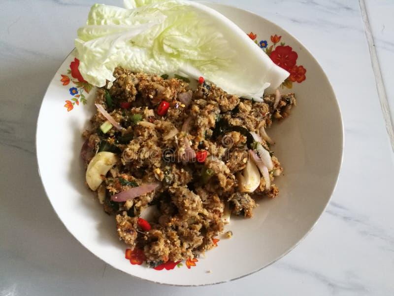 Korzenny minced sum: Podołek Praduk tajlandzki naczynie, suchy minced czerwony chili, dokąd sum jest minced, gotującym i rybim ku obrazy stock