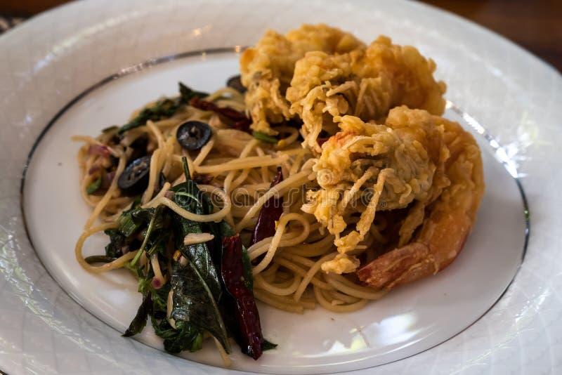 Korzenny spaghetti z krewetką zdjęcie royalty free
