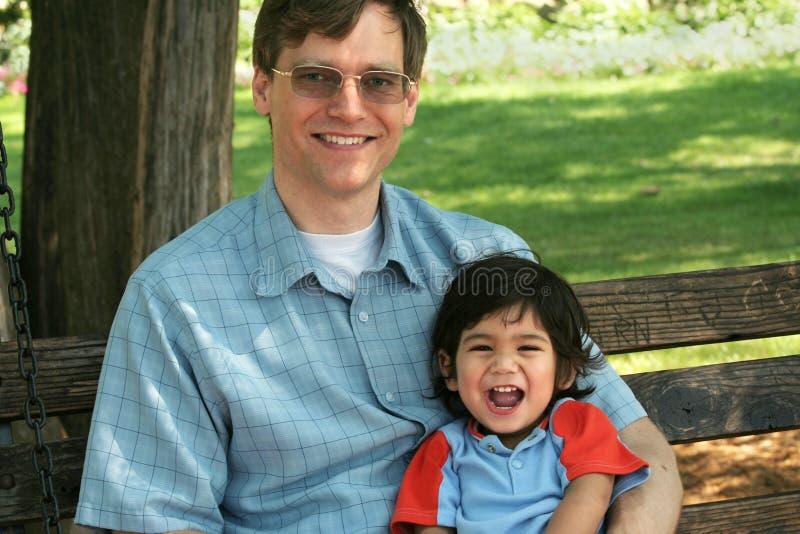 korzystać z parku będą ojca i syna zdjęcia stock