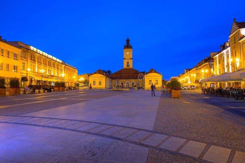 Kosciusko huvudsaklig fyrkant med stadshuset i Bialystok royaltyfri bild