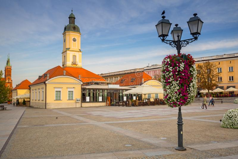 Kosciusko huvudsaklig fyrkant med stadshuset i Bialystok arkivfoton