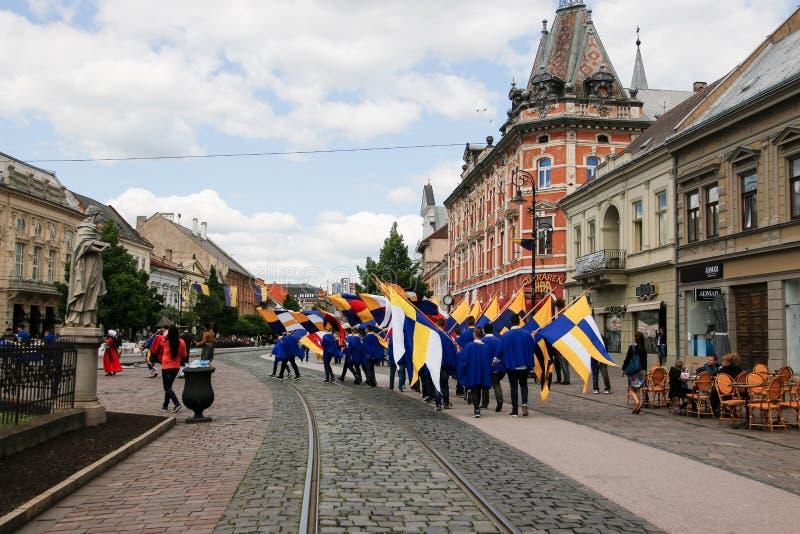 Kosice, Eslováquia - 8 de maio de 2016: A festa trajada fotografia de stock