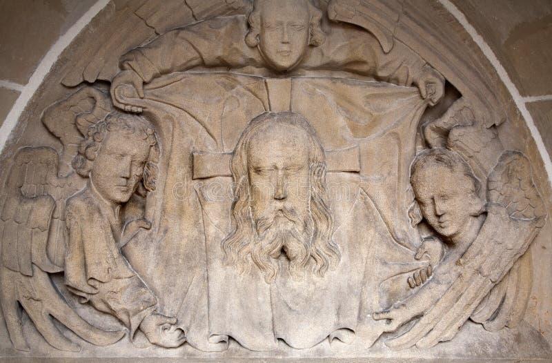 Kosice - Hulp van gezicht van Jesus Christ en engelen van het westenportaal van de gotische kathedraal van Heilige Elizabeth royalty-vrije stock foto's