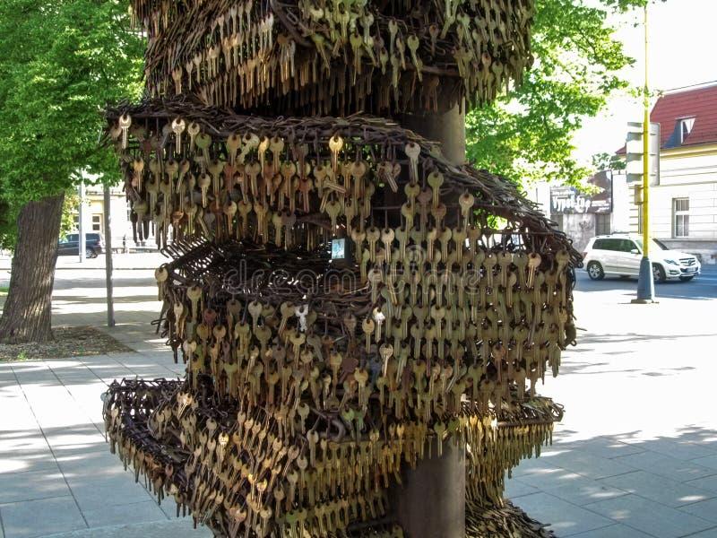 Kosice, République slovaque - 2 mai 2018 : Une partie de la sculpture principale en parc de Kosice, plan rapproché L'installation photo stock