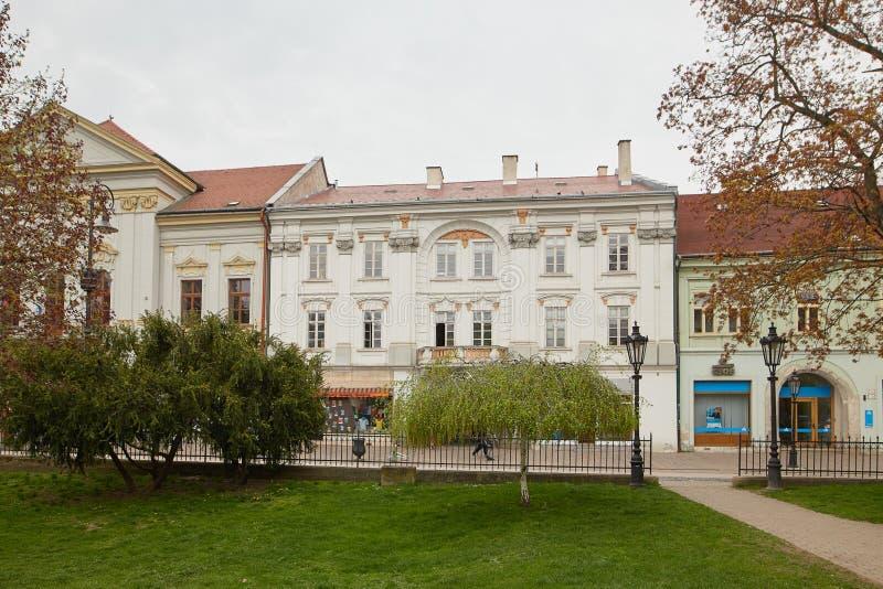 Kosice, Slovaquie - 17 avril 2018 : Belles maisons sur la rue principale à Kosice photos stock