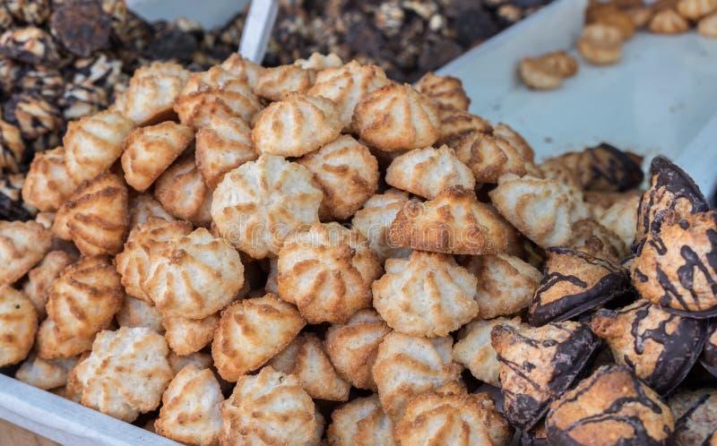 Kosjer voor Paschakokosnoot en pinda'skoekje, voor verkoop in Maha stock fotografie