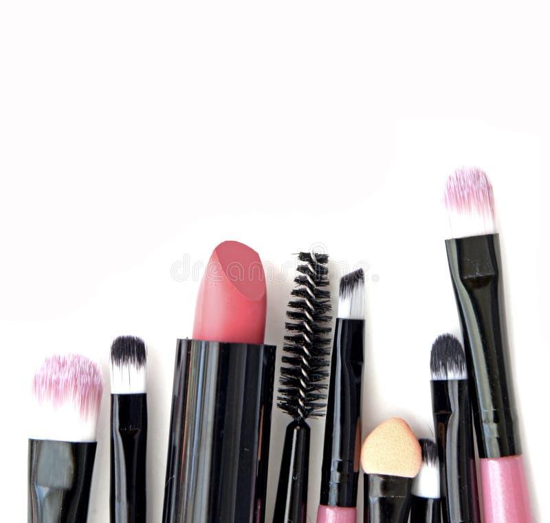 Kosmetik und Make-up errötet Werkzeuge für Fachmann bilden lizenzfreies stockfoto