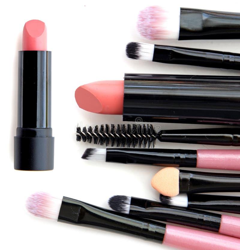 Kosmetik- und Makeup Werkzeuge für Fachmann machen eine Draufsicht Auf einem weißen Hintergrund lizenzfreie stockfotos
