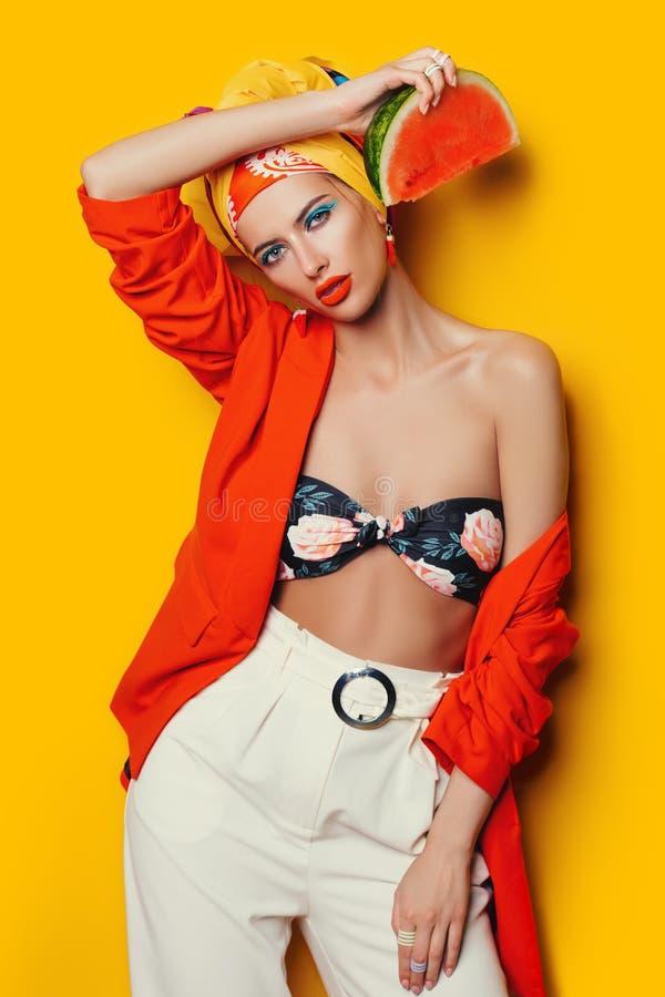 Kosmetik und Mode stockbilder