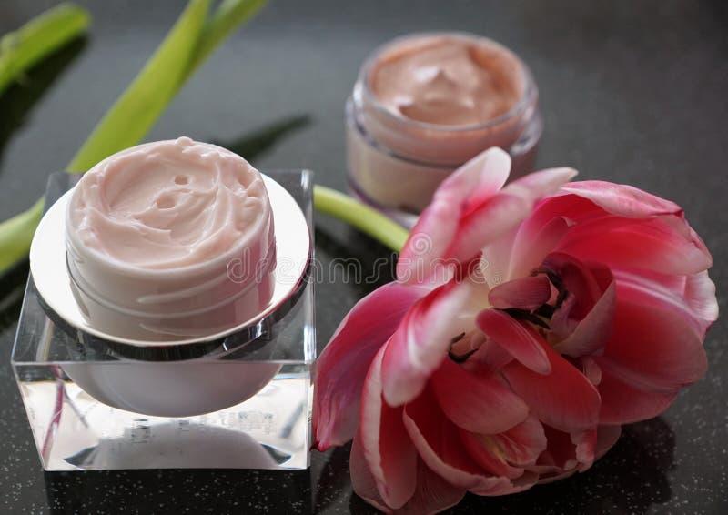 Kosmetikcreme in einem Glas stockfotografie