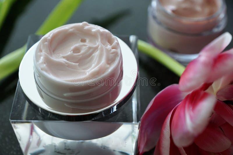 Kosmetikcreme in einem Glas stockfoto