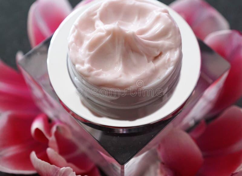 Kosmetikcreme in einem Glas lizenzfreie stockfotografie