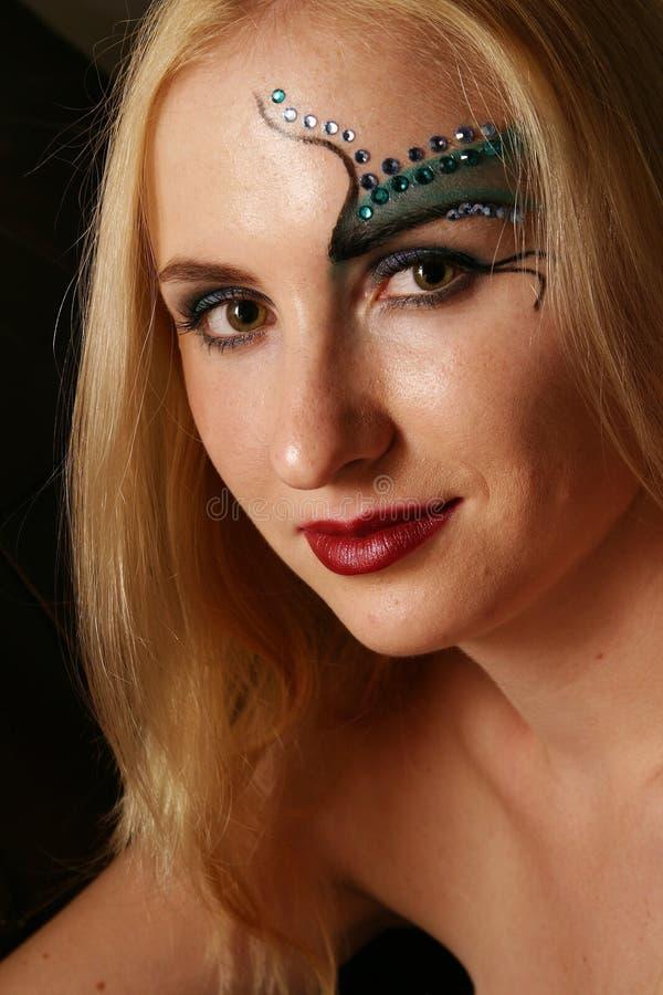 Kosmetikmädchen lizenzfreie stockbilder
