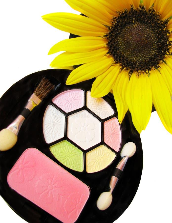 Kosmetikset und schöne Sonnenblume lizenzfreies stockbild