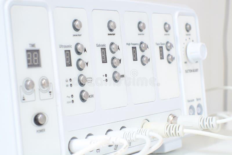 Kosmetisch Multifunctioneel Apparatenclose-up in schoonheidssalon royalty-vrije stock fotografie